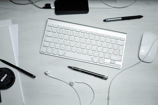 clavier crayon écouteur